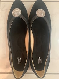 Avon Cushion Black Flats Toronto, M3H 6C1