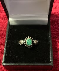 Pretty sterling silver malachite ring w/ feathers on side Westminster, 21157