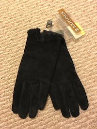 Womens gloves - new, tags on Vienna, 22182