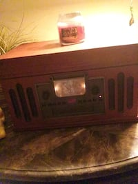 Record player with radio n cd Temple Hills, 20748