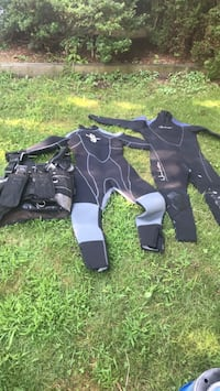 Wet suits and bcd 125 wet suits in great shape Methuen, 01844