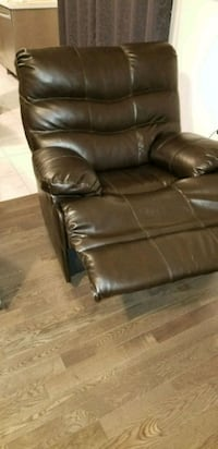 brown leather recliner sofa chair Vaughan, L4H 0A2