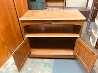 Tv stand on wheels. Great condition Surrey, V3V 7L9