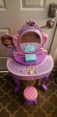 Girl's Vanity and accessories