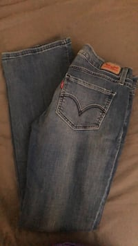 Levi's super low size 7m like new only wore once Newburgh, 47630