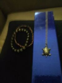 gold-colored necklace with pendant Stockton, 95207
