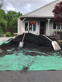 3-4 yards of Black Mulch (You Move)