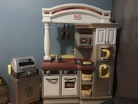 Little Tikes Toy Kitchen & BBQ good condition, used for 1 year. From smoke free home. Toronto, M9C 4Z5