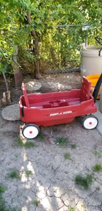 Red plastic wagon two seats cup holders & seat bel