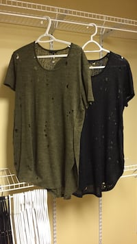 Womens Guess T-shirts size large  Airdrie, T4A 1Y4