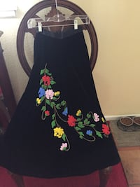 This vintage crushed velvet hand beaded skirt was custom made for my mom in 1957... two side pockets ... size 2 or 4 Costa Mesa, 92627