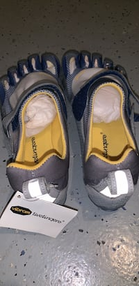 "Vibram ""FiveFingers"" Shoes (Never Worn- Size 42) Palm Harbor, 34683"
