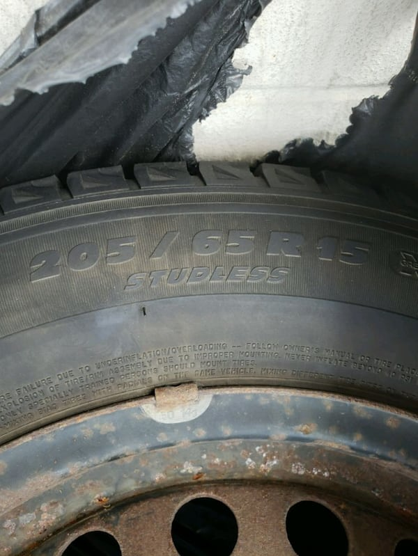 four tires Winter 205/65/15/          300$ 36542119-1c24-4fee-977f-2288bb800321
