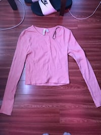 Light pink button down cropped top Toronto, M4K 3T7