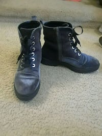 pair of black leather side-zip combat boots Chantilly, 20151