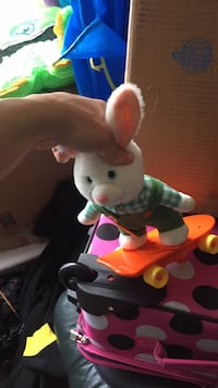 Bunny that moves and wheels around (batteries) Omaha, 68137