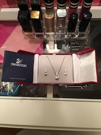 Authentic SWAROVSKI CRYSTAL pendant and earring set Toronto, M9R 2R9