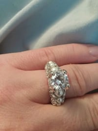 Size 5 sterling and pearl ring. Fort Erie, L2A 2N1