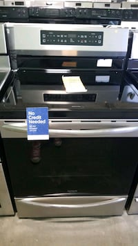 New frigidaire glass top electric Stove 30inches. Hauppauge