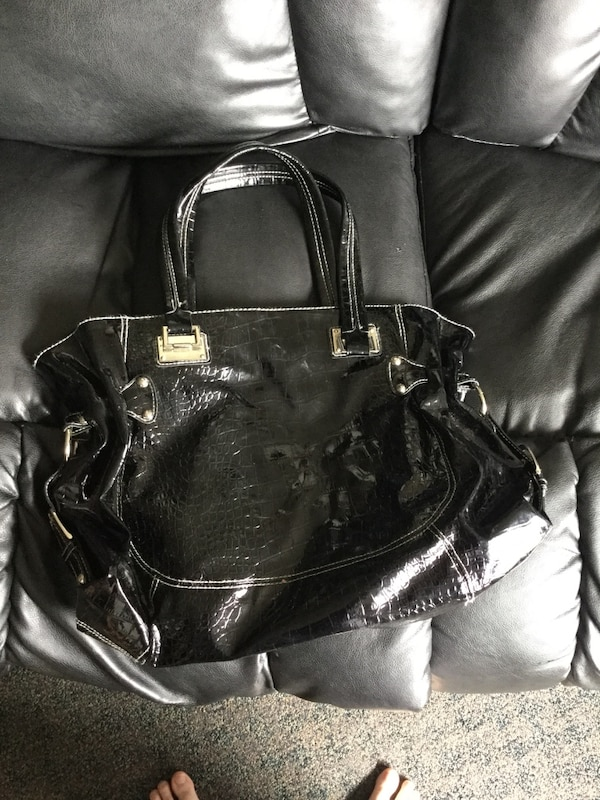 6c73990ce5f9 Used Black huge purse holds a lot for sale in Duncan - letgo