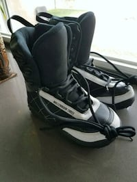 Youth size 4 snowboard boots kids boys