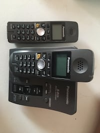 Panasonic cordless phones - 2 sets of 2 = 4 phones