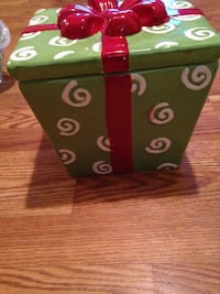 Cookie Jar Christmas Present Gift Shape Real Home Earthenware Green & White with Red Bow Niceville