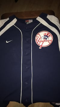 Size Medium Yankees jersey Calgary, T2Y