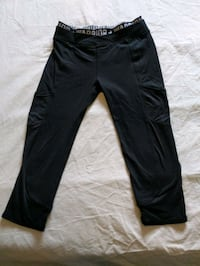 Women black spandex capri pants size small with front pockets