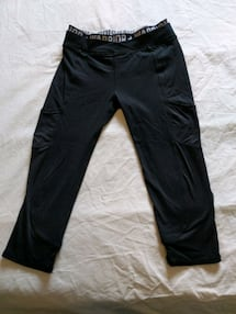 Women black spandex capri pants size small with front pockets bought t