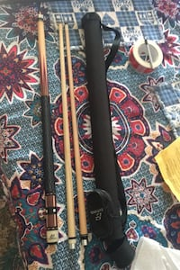 Eastpoint 3 piece cue stick with case, nice