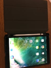 """I pad pro 10.5"""" cellular include Apple Pencil, case and screen protector. Like new condition  Commerce, 90040"""