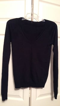 Black knit top. Super soft. Good condition. Size SMALL Cranston, 02921