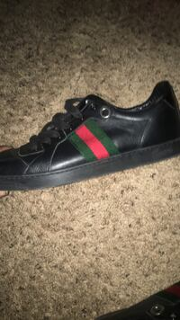 unpaired black and red low-top sneaker Houston, 77067