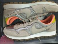 New never worn women's Nike limited Pegasus size 9.5 women's 8 mens