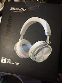 white and gray Bose headphones box Seattle, 98117