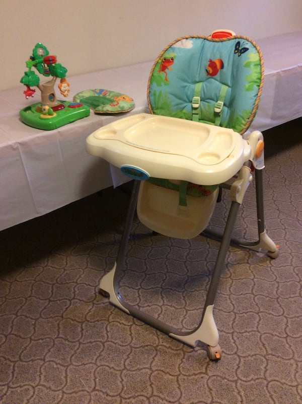 Fisher Price Jungle High Chair 3eb7d6d5-9a5a-49f7-a7a1-9f184ee538ea