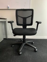 Black adjustable Office Chairs -- 6 available