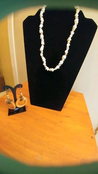 Puka shell necklace and hook earrings Kitchener, N2G 4X6