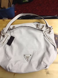 Brand new Guess purse Penticton, V2A 5J6