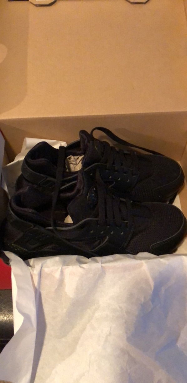 size 6y all black Huaraches (never before worn)