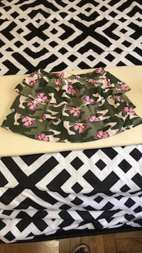 girls size 6 skirt with shorts inside Hagerstown, 21742
