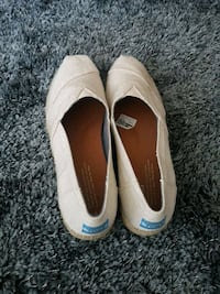 Brand New wedge Toms size 9.5  Coquitlam, V3B 8A6