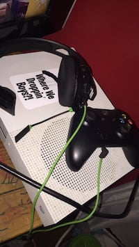 black Xbox One console with controller Springfield, 45503