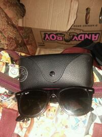 black Ray-Ban sunglasses with case San Francisco
