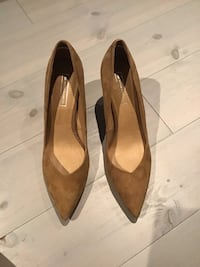 Roots brown pumps