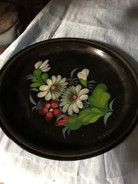 round green and white floral ceramic plate Albany, 12209