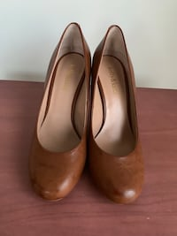 Pair of brown leather flats Springfield, 22150
