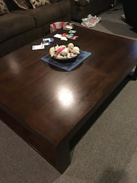 Rectangular brown wooden coffee table Omaha, 68164
