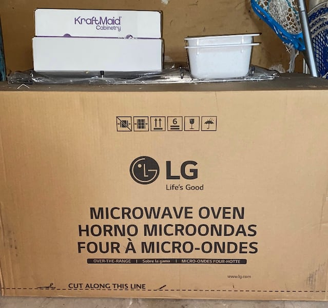 Brand New Stainless Steel LG Over-The-Range Microwave d82c33cc-9353-4a76-ada4-d468dfbe0b4d